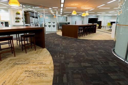 株式会社レグルス&カンパニーは海外メーカーの床材を取り扱う会社です。